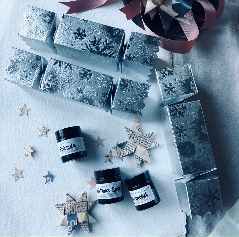 Image of Snowflake Christmas Cracker Candle Gift