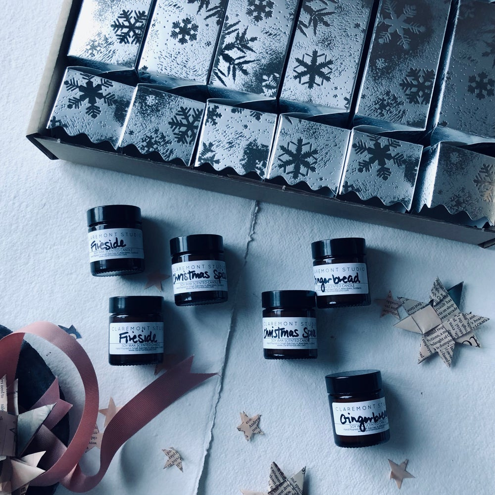 Image of Snowflake Christmas Cracker Candle Gift Set of 6