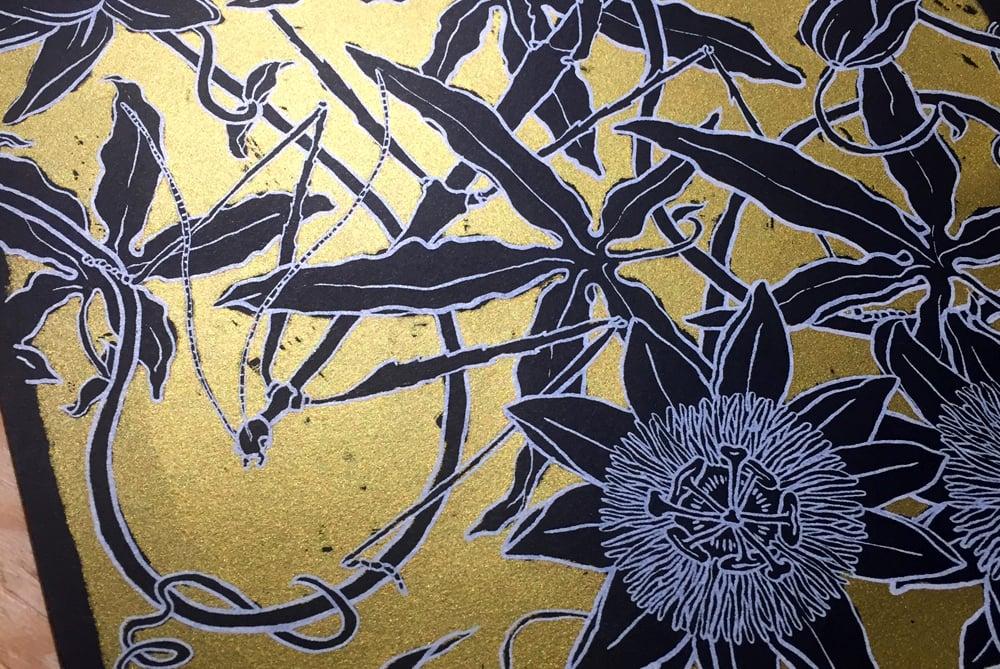 "Image of silkscreen print ""Passiflora"" (gold)"