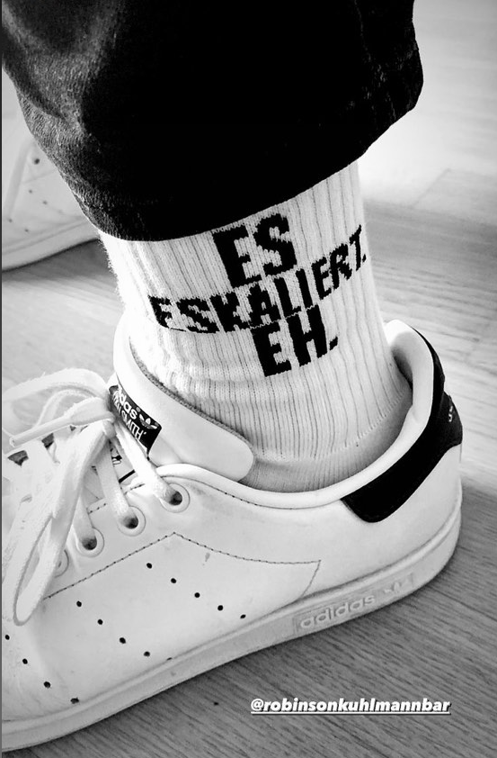 "Image of Robinson Bar ""Es Eskaliert Eh"" Socken"