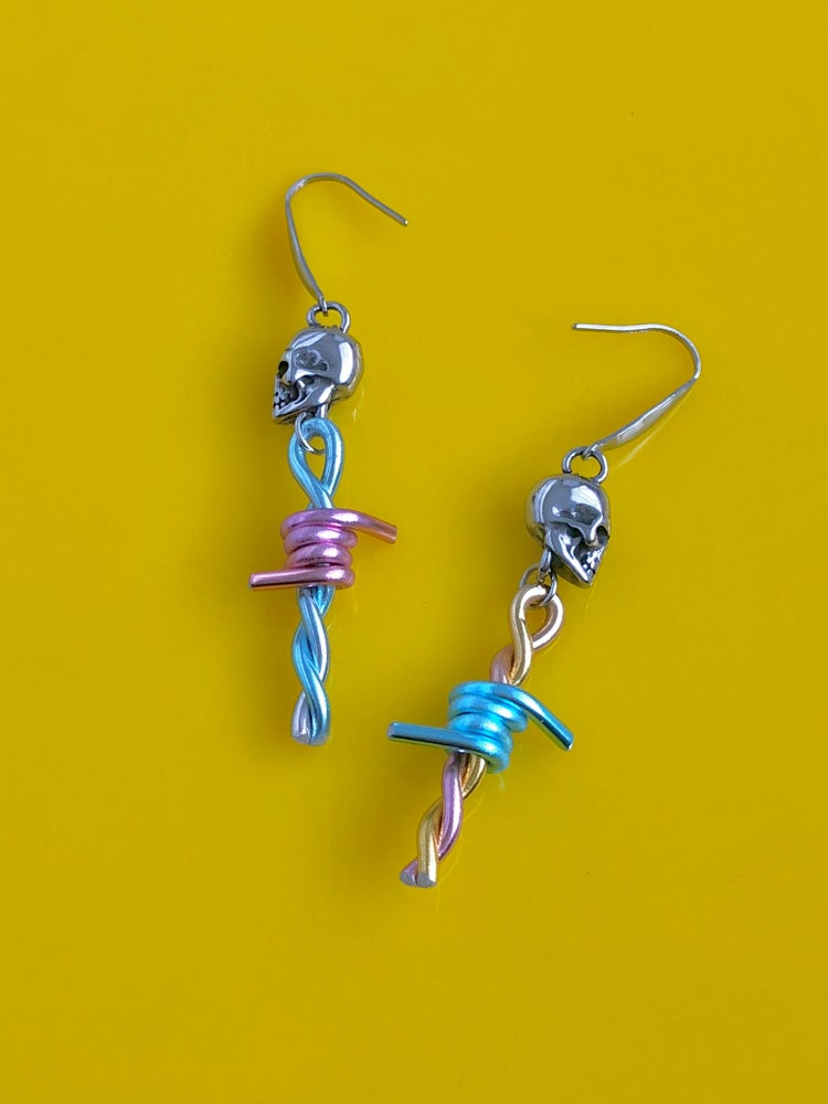 Image of READY TO SHIP - BARBED WIRE SKULL DROP EARRINGS ( Colour candy )