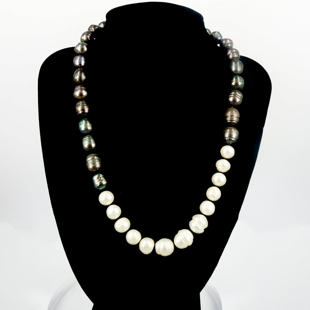 Image of Two tone freshwater pearl strand. NL8