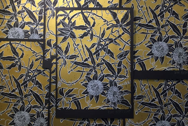"Image of silkscreen print ""Passiflora"" (gold)"