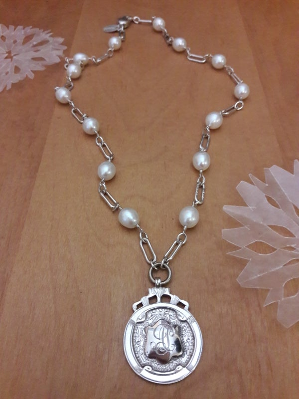 Image of White Pearls with shiny links, item 4UK