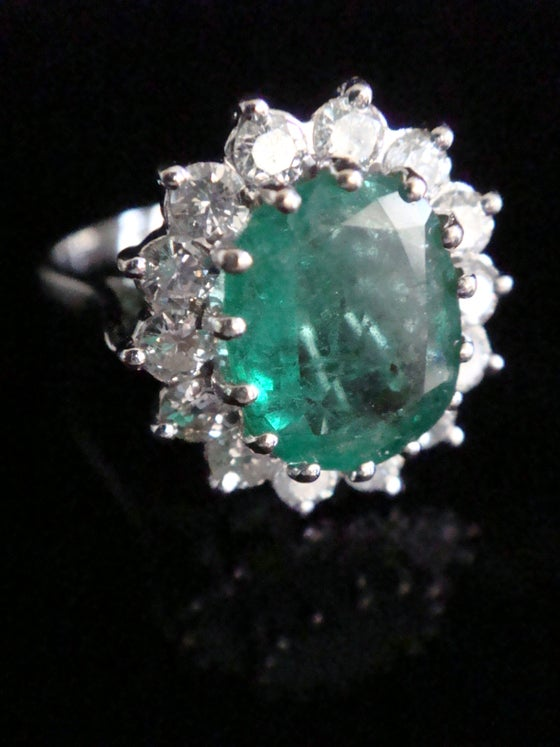 Image of Stunning 18ct white gold natural emerald 2.50ct and diamond 1.40ct cluster ring