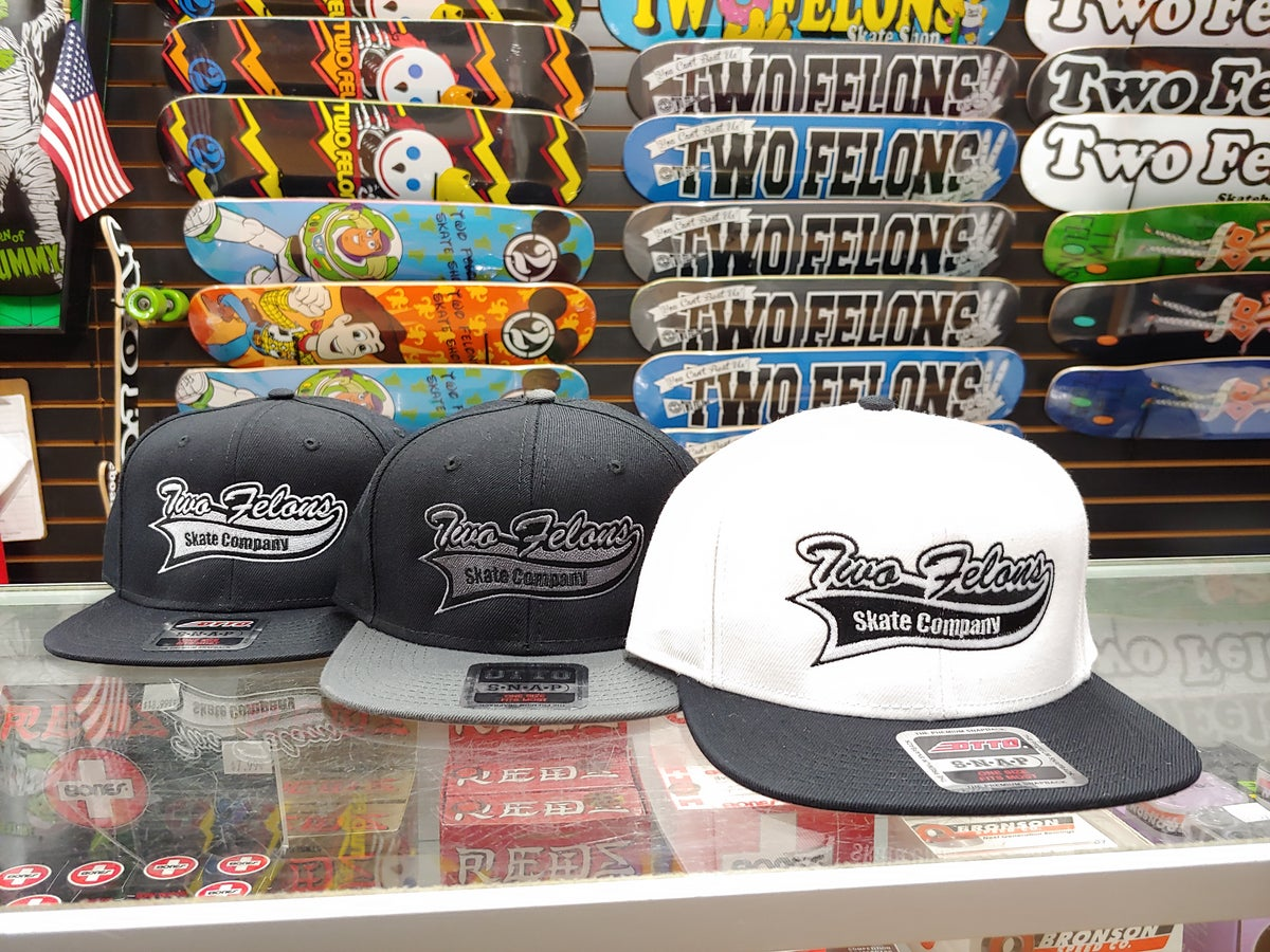 """Two Felons """"Sporty"""" Snap back (Wht/Blk)"""