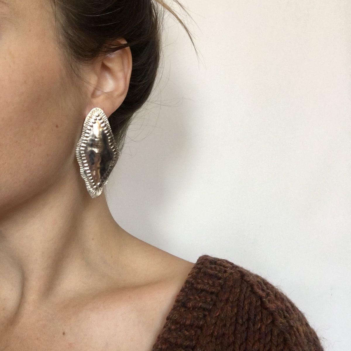 Image of lila earring