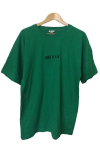 Image of DRAG EMBROIDERED TEE <BR> GREEN