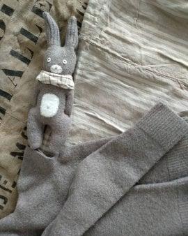 Image of Doudou lapin fain main. En laine bouilie