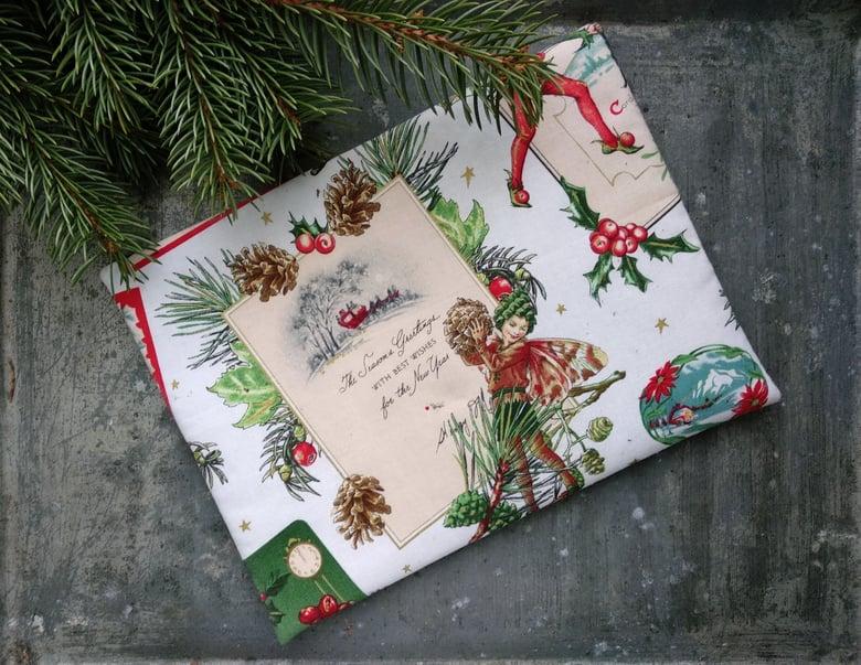 Image of Pochette lutin de Noël. Enveloppe en tissu faite à la main