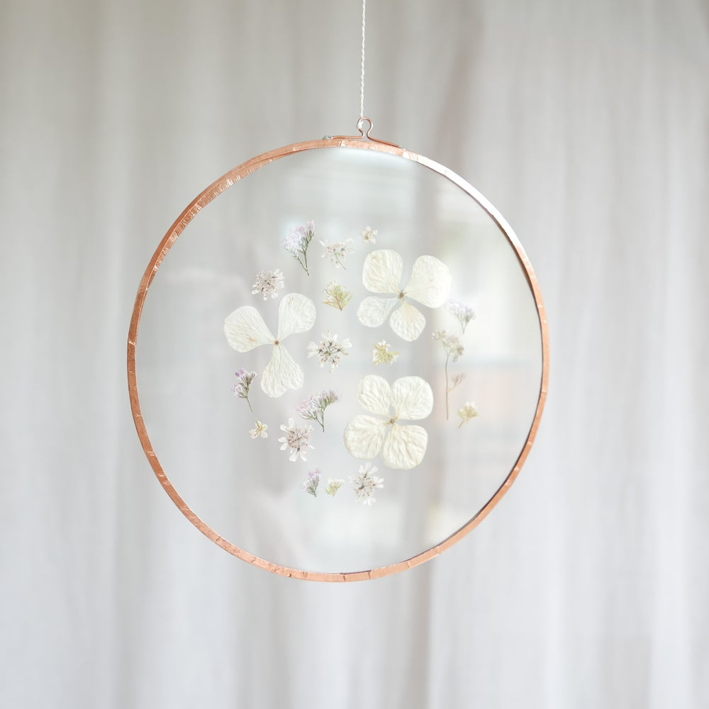 Image of Pressed Flower Suncatcher - Hydrangeas Round