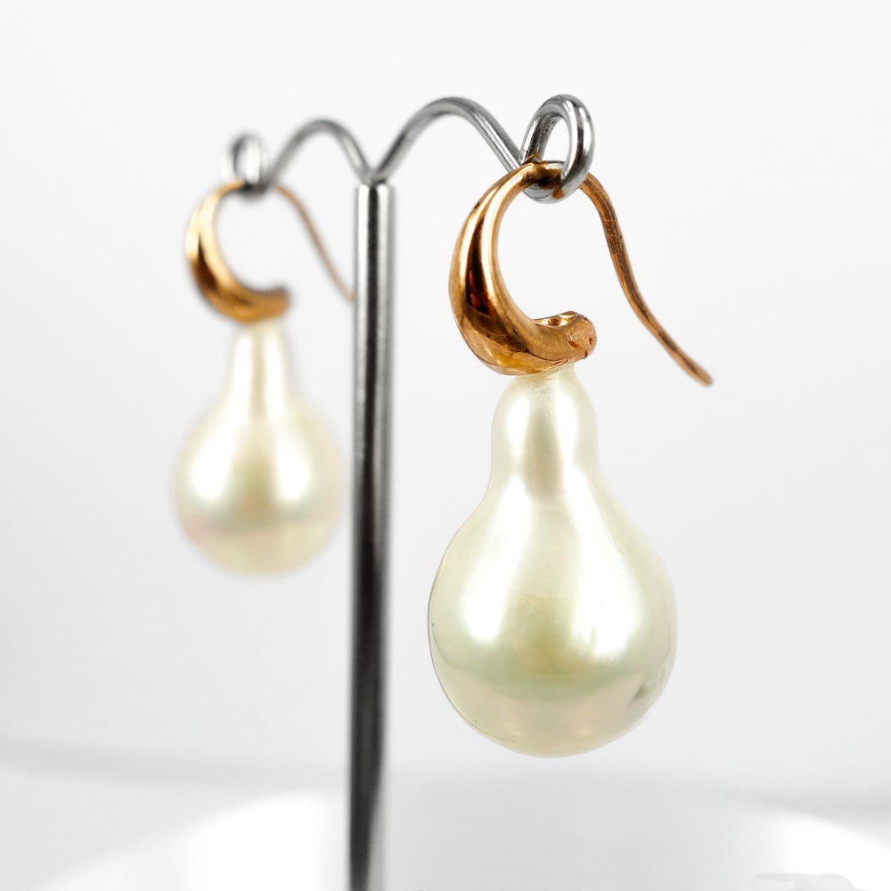 Image of Large natural freshwater baroque drop pearl, 9ct rose gold earrings. CP1103