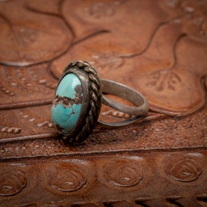 Image of Vintage Sterling Silver Ring with beautiful Turquoise stone with sterling wire rope border size 5.5
