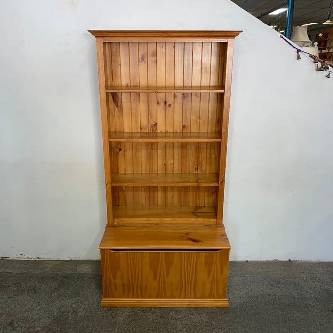 Image of BOOKSHELF w STORAGE BOX