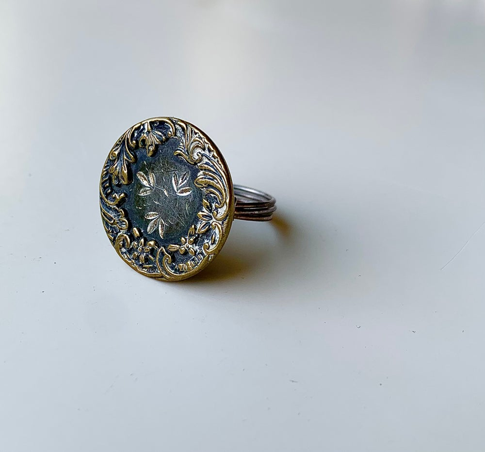 "Image of ""Etched Wreath"" Statement Ring"