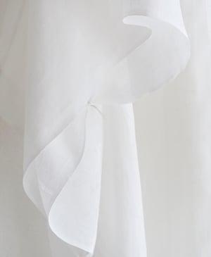 Image of Hvid kimono af bomuldshør med fint hulmønster