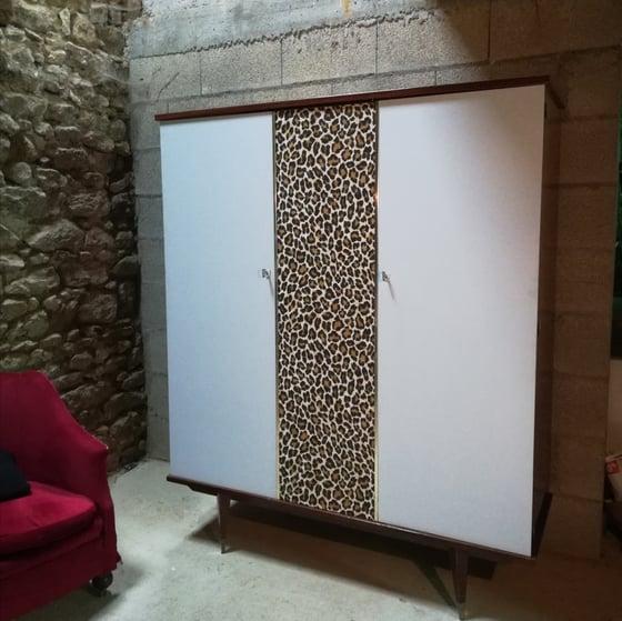 """Image of Armoire rétro  """"léopard """""""