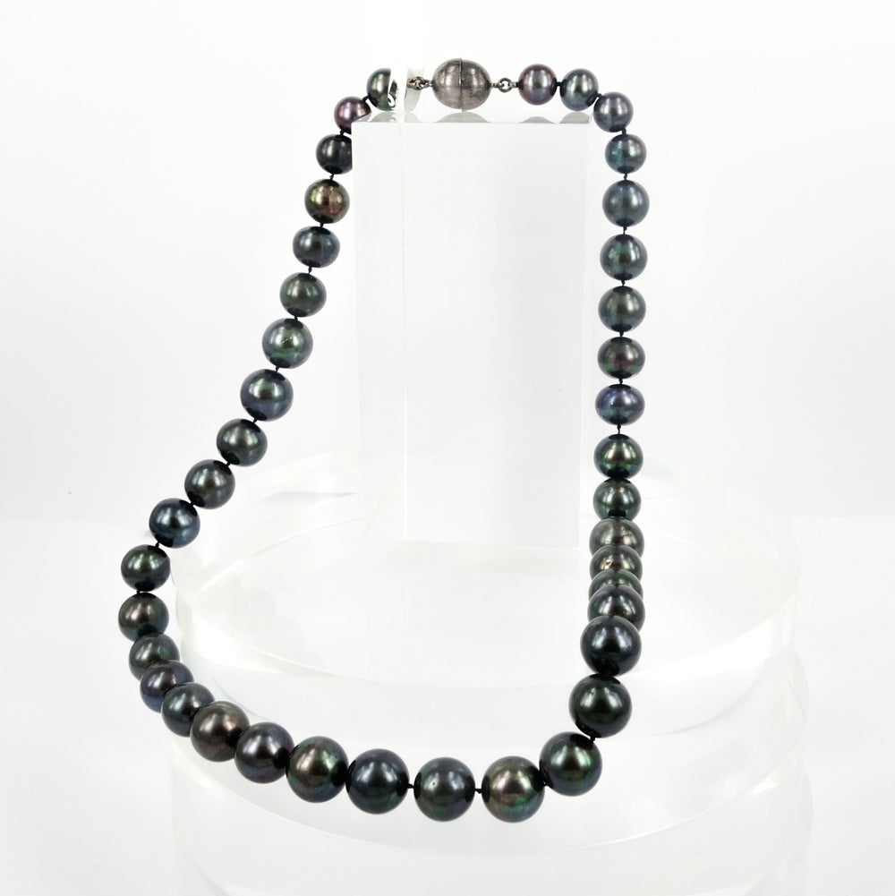 Image of Strand of dark coloured natural freshwater pearls. Cp0992