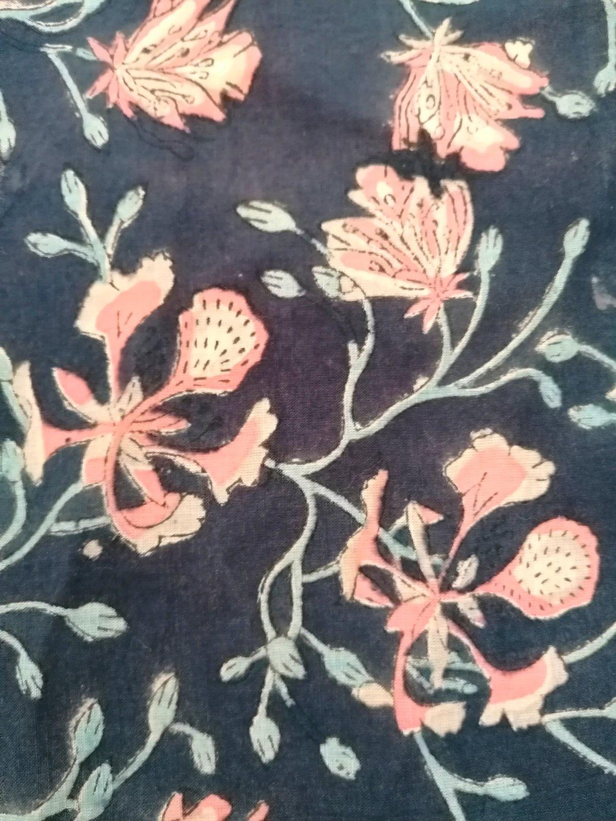 Image of Coumon 70 cm bleu marine fleurs roses