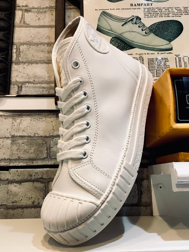 Image of Tortola white leather hi top snekaer shoes made in Spain