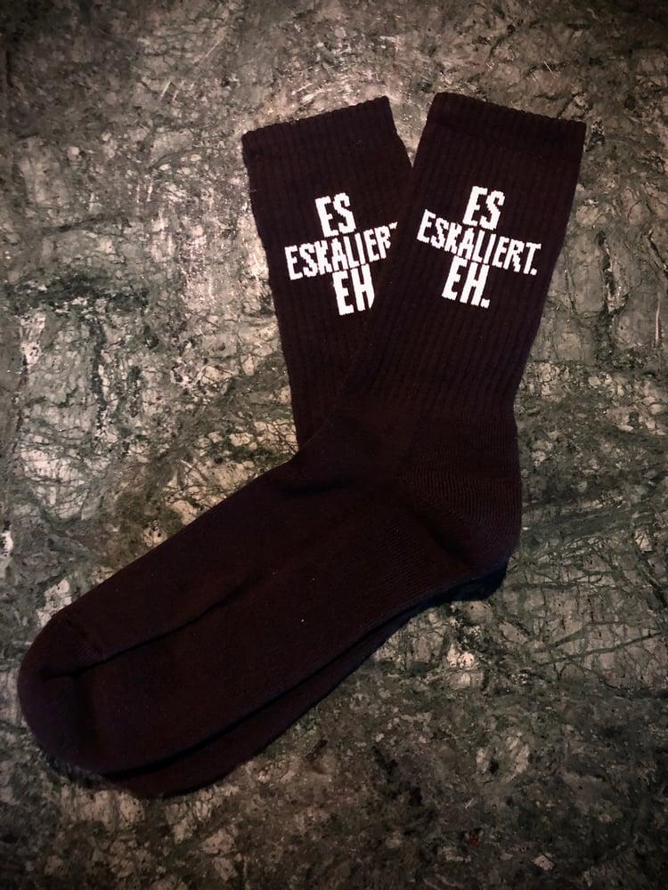 "Image of ""Es eskaliert eh!"" Socken -schwarz-"