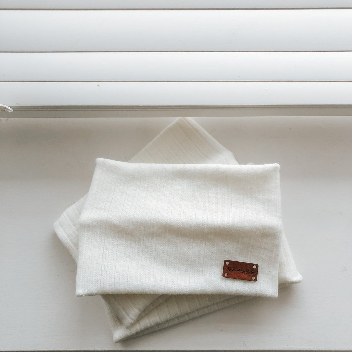 Image of Ribbed White Snood