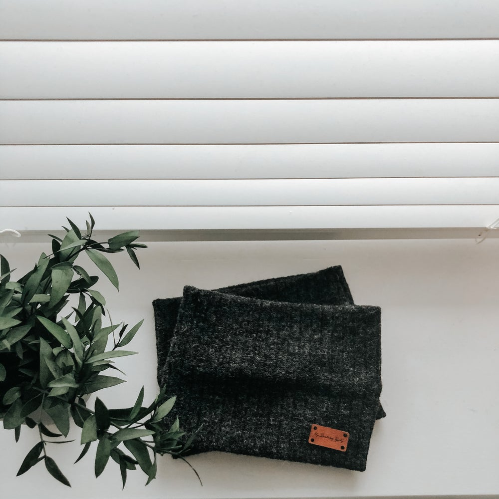 Image of Ribbed Charcoal Snood