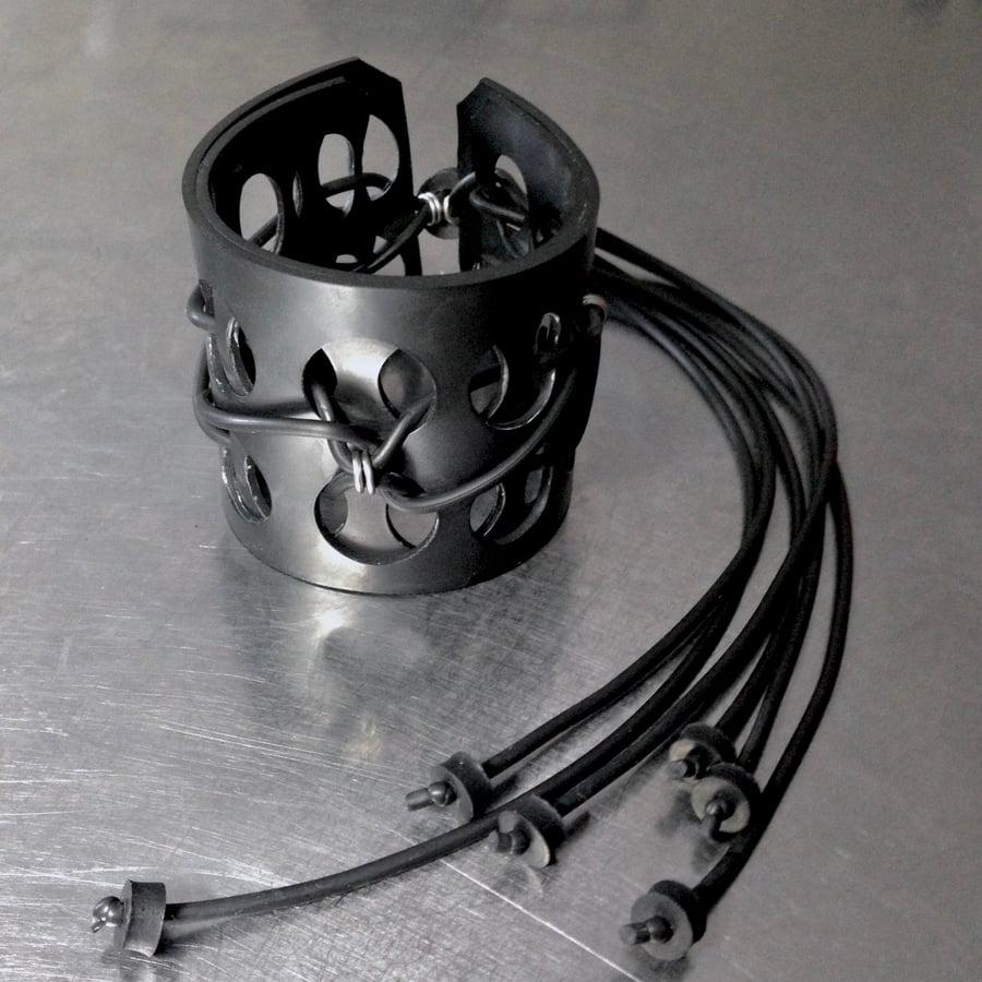 Image of Neo Swiss Cuff / C