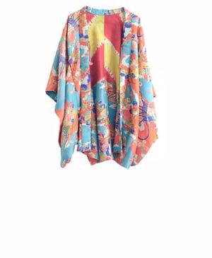 Image of Kort kimono af gråblå silke med blomster
