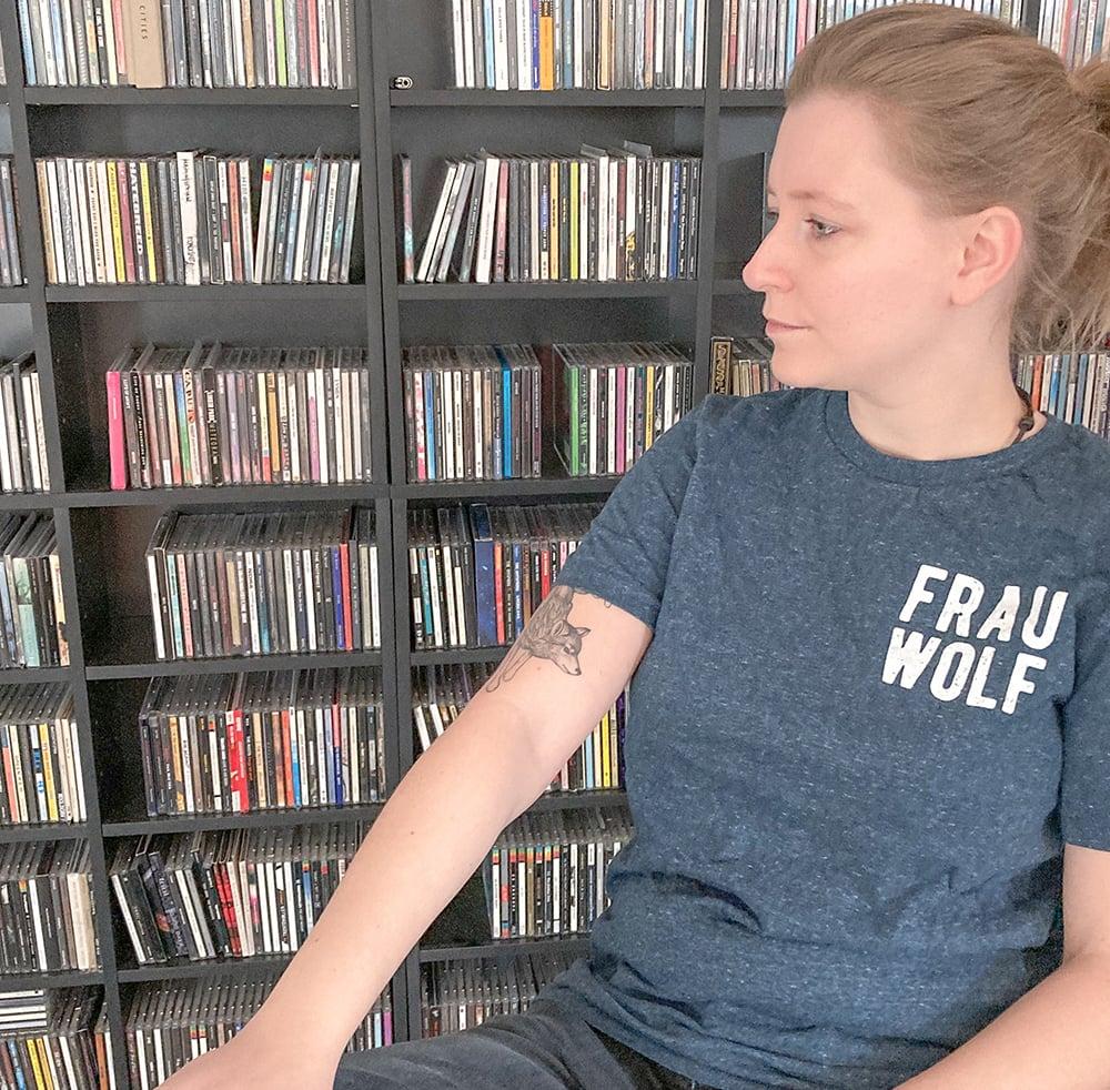 """Image of T-Shirt """"Frau Wolf"""", Blau"""