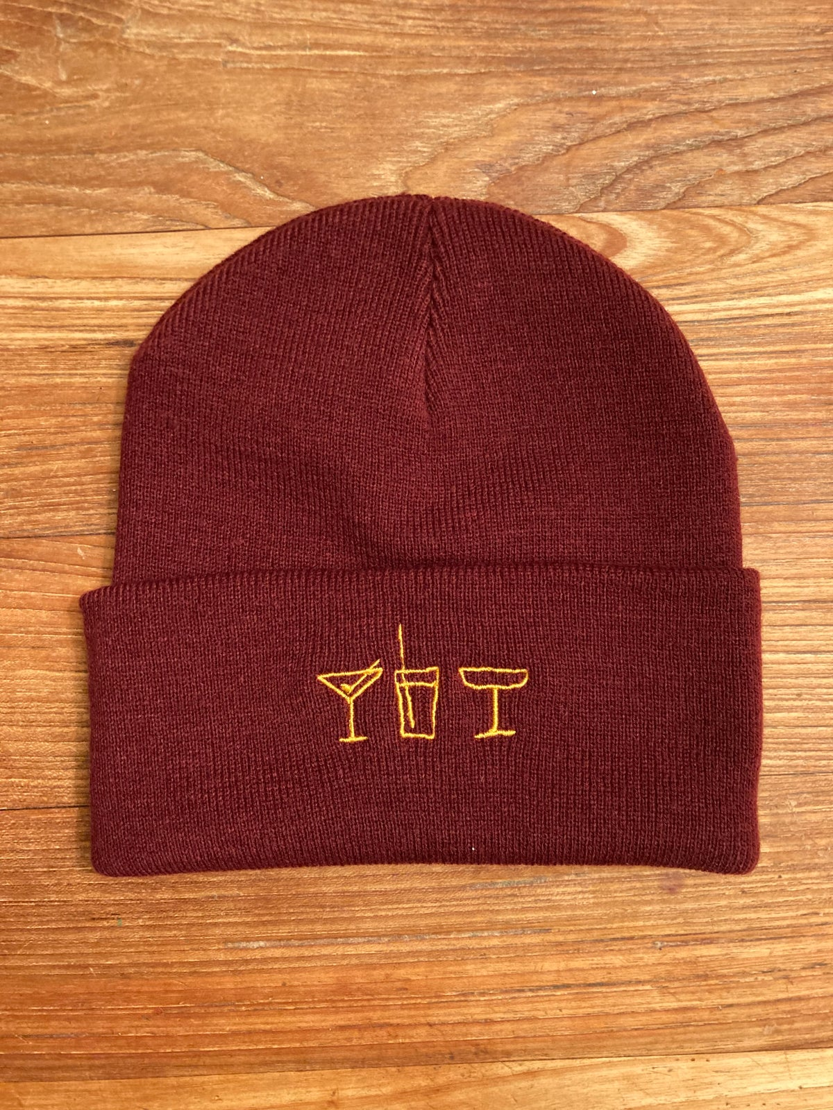 "Image of 14 ""All Drinks On Me!"" Support  Beanie bordeaux"