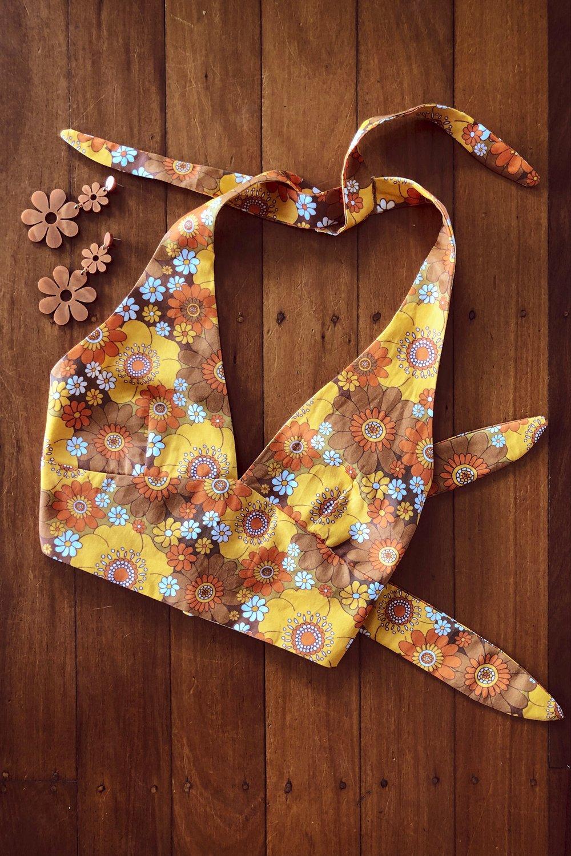 Heartbreaker halter in Pushing daisies orange and brown