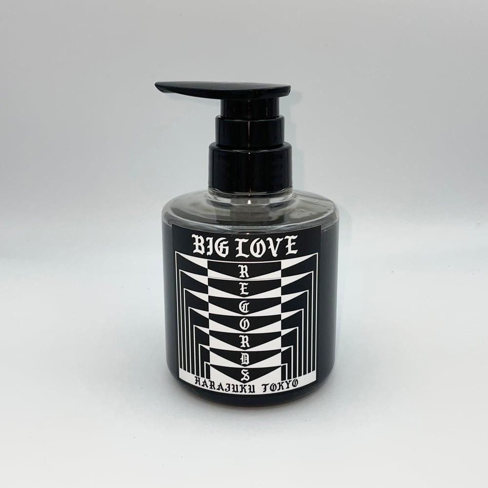 "Image of BIG LOVE LIQUID SOAP ""WHITE LIGHT/WHITE HEAT"" 300ml"