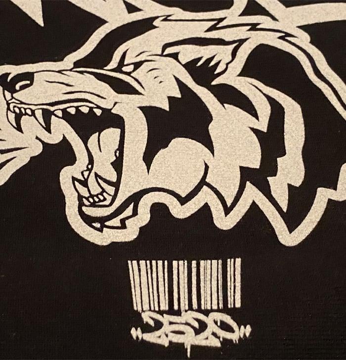 "Image of 2520 X CHAMPION ""QUEENS WOLF"" SWEATSHIRT - BLACK"