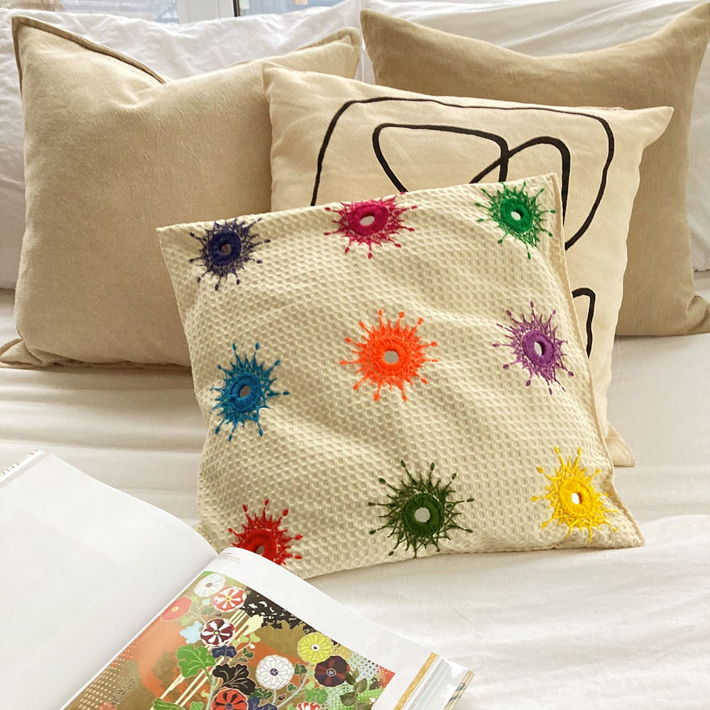 Image of Amma's Hand Embroidered Cushion Cover| ро╡ро╛ройро╡ро┐ро▓рпН