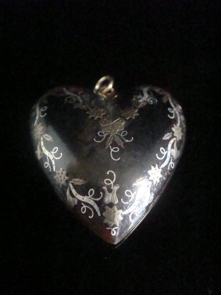 Image of ORIGINAL VERY LARGE VICTORIAN 9CT YELLOW GOLD PIQUE INLAID HEART PENDANT