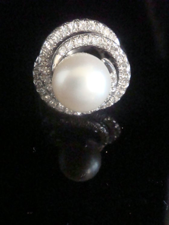 Image of RETRO 1970S 14CT NATURAL CULTURED PEARL & DIAMOND 1.45CT COCKTAIL BOMBE RING 10G- MATCHING EARRINGS