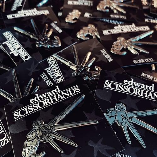 Image of SCISSORHANDS ENAMEL PIN