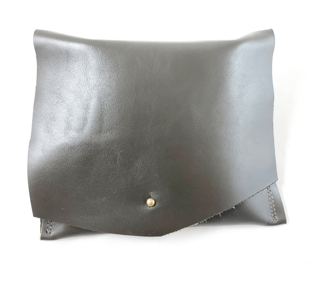 Image of midi pouch (putty)