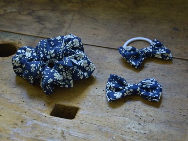 Image of barrette chouchou elastique liberty capel bleu marine