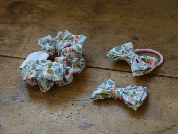 Image of barrette, élastique, chouchou liberty betsy porcelaine