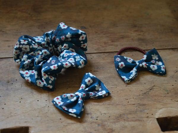 Image of barrette, élastique, chouchou liberty mitsi bleu