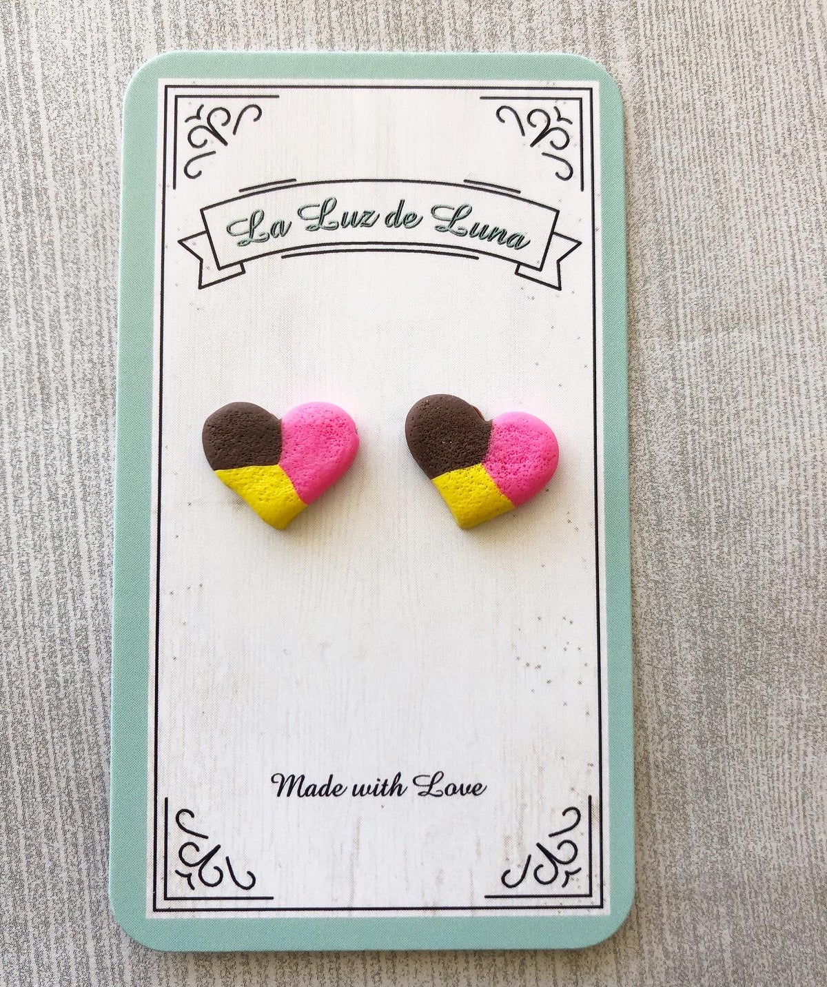 Concha Heart Earrings