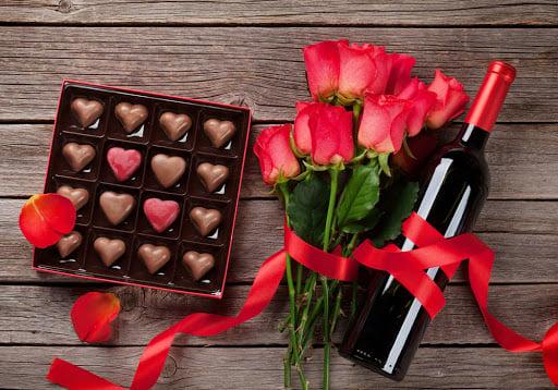 VALENTINE'S DAY FLORALS: Red Romance