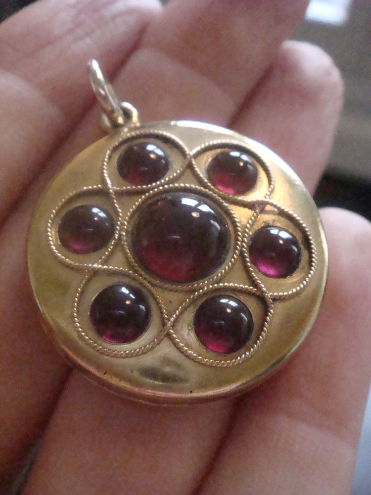 Image of VICTORIAN 15CT HIGH CARAT LARGE CABOCHON GARNET LOCKET PENDANT FITTED CASE