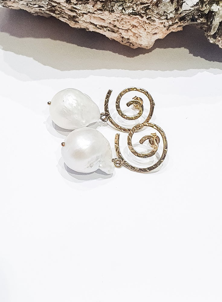 Image of Gold Swirl Pearl Earrings