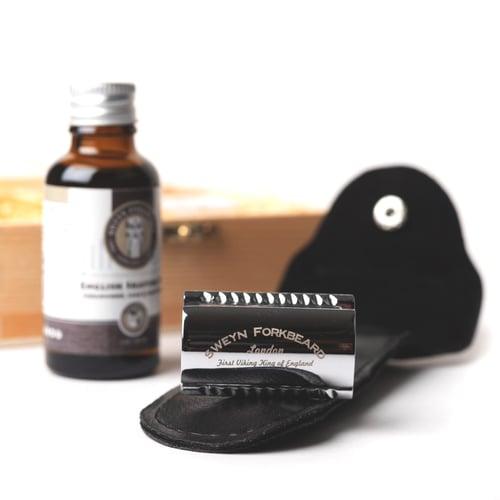 Image of Safety Razor + English Shaving Oil + Blades Wooden Gift Box