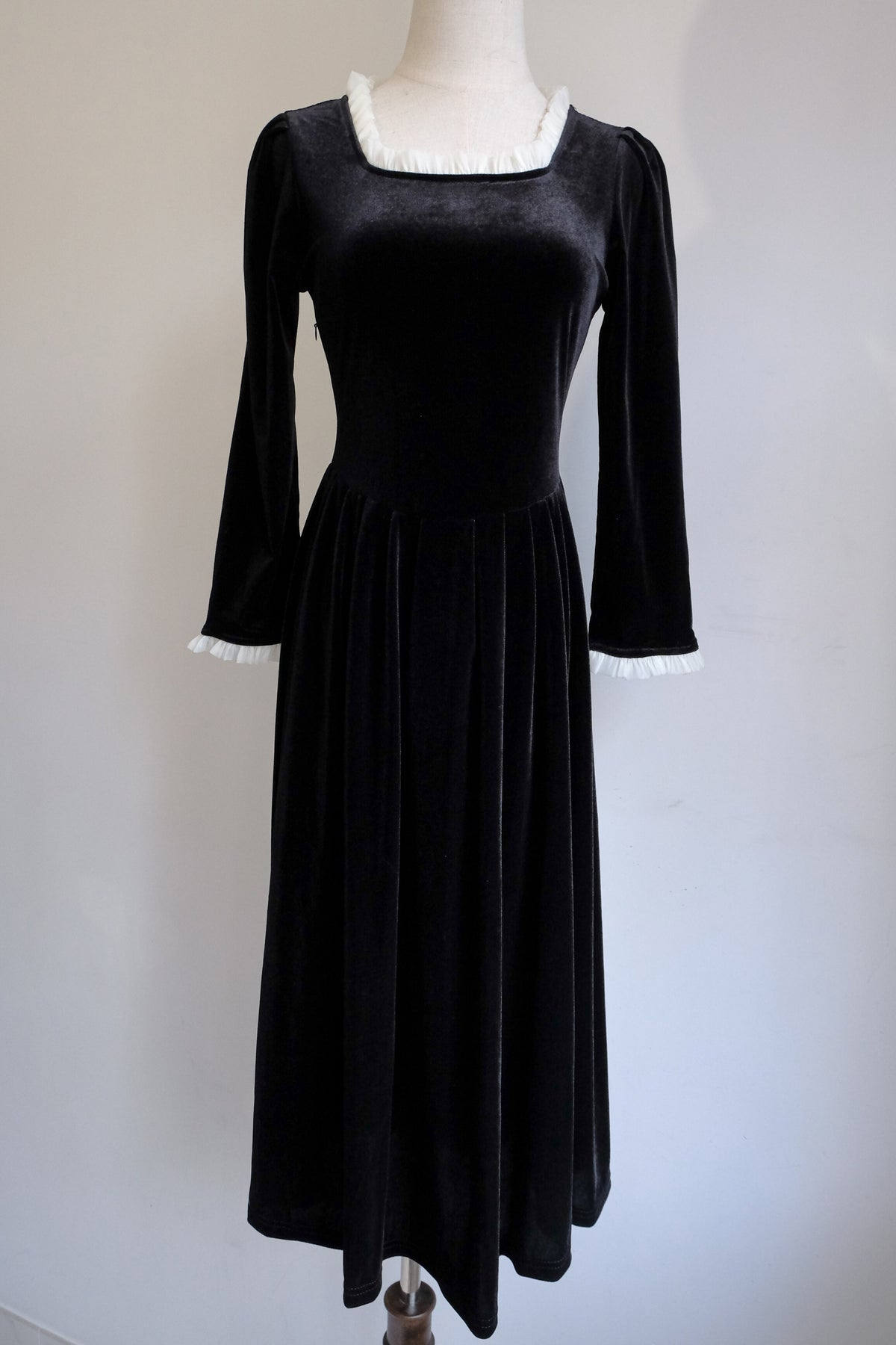 Image of SAMPLE SALE - Unreleased Dress 19