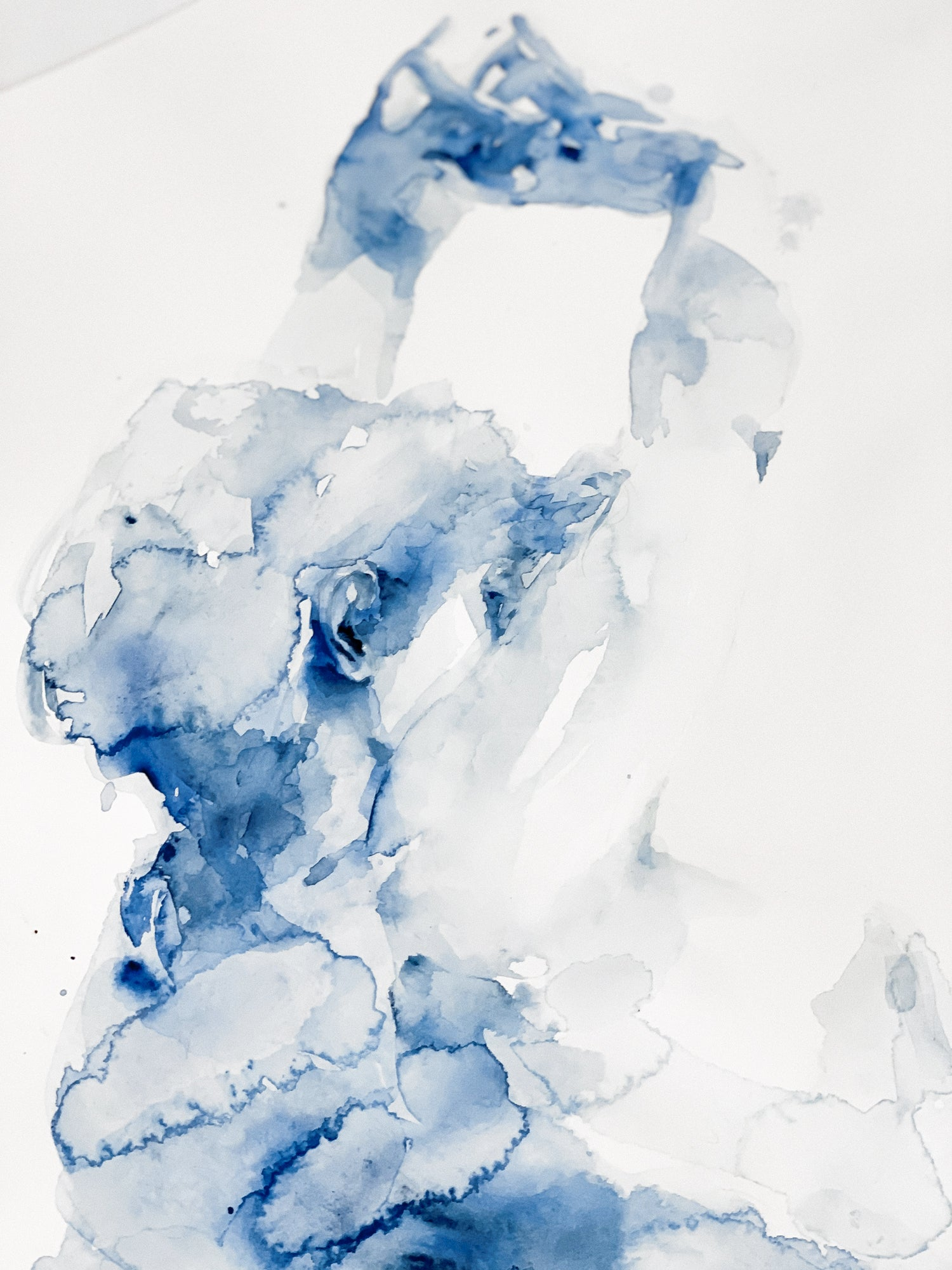 Agnes-Cecile stretching in blue