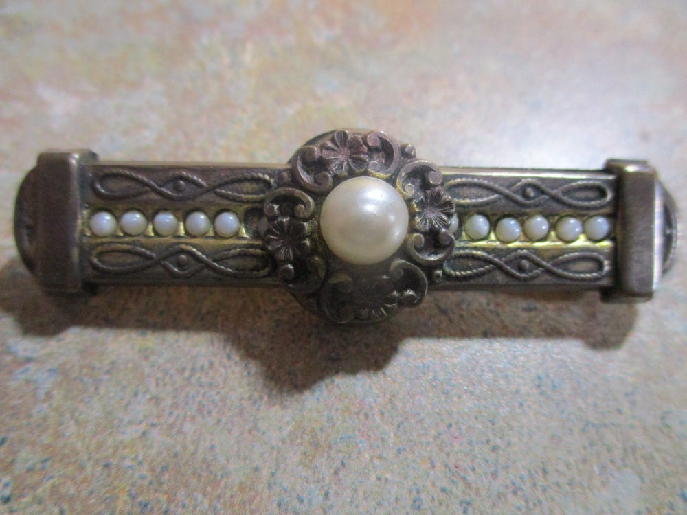 Victorian Estate Jewelry Bar Pin with Large Center Pearly and 10 Side Pearls, Lot #114